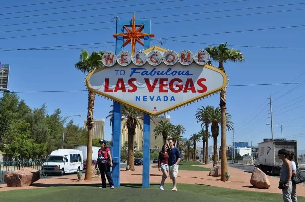 Fabulous Las Vegas Sign - Las Vegas Free Attractions