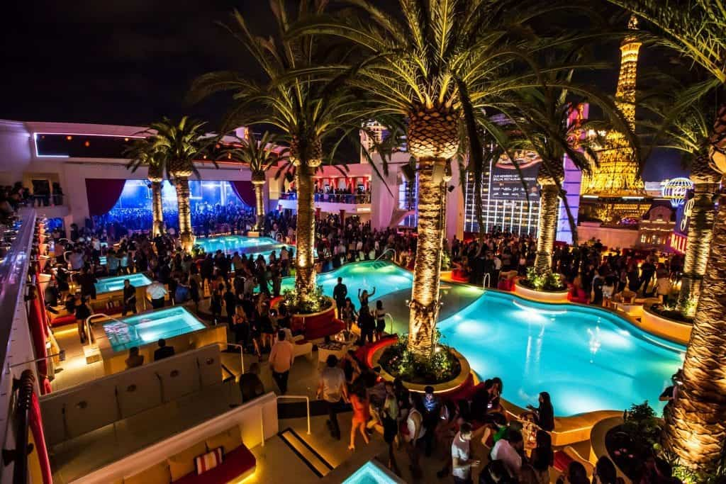 Party at a dayclub - Las Vegas must do