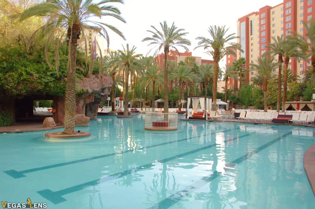 Flamingo – GO POOL and Beach Club Pool