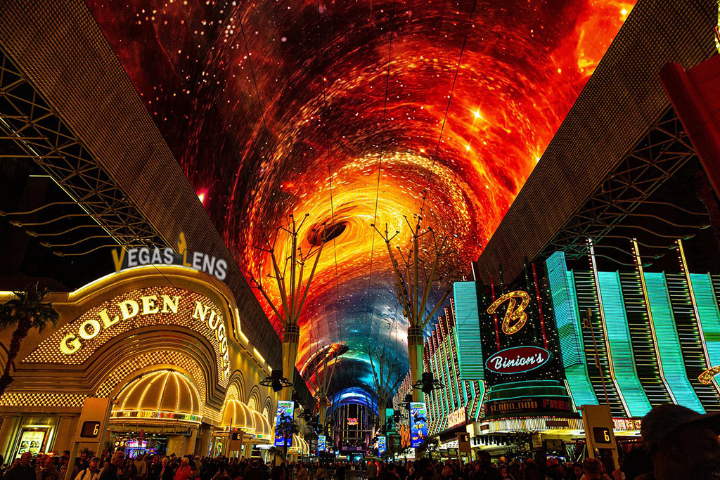 Watch Street Performers on Fremont Street - Things to do in Las Vegas for Teens